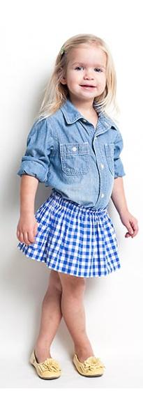 Идея, с чем носить джинсовую рубашку для девочки