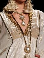 Модные украшения 2017, фото из модной коллекции Anna Sui