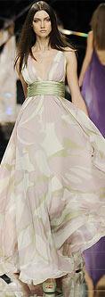На фото 5 - модные короткие платья на выпускной бал 2011 серебряного.