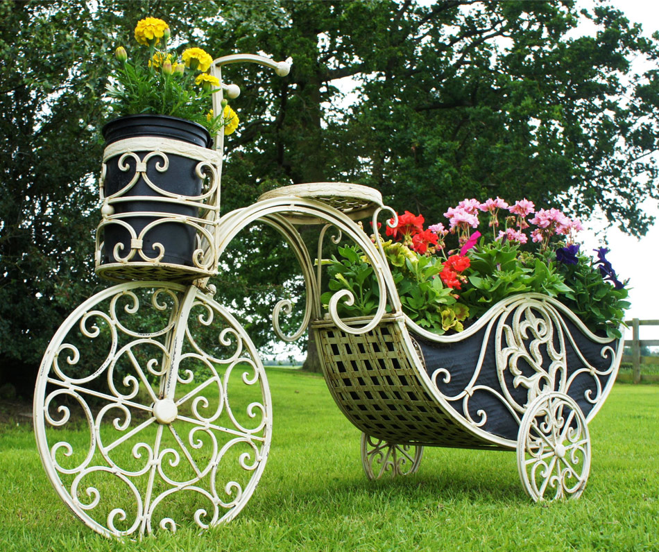 Кованый цветник для сада
