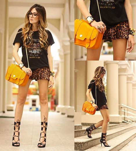 Стиль Эклектика: добавляем яркую желтую сумку и сапоги-босоножки к модному образу. На фото блоггер Флавиа из Бразилии