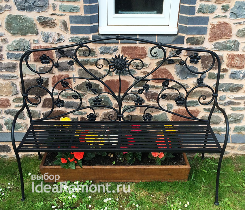 Кованая скамейка для дачного участка