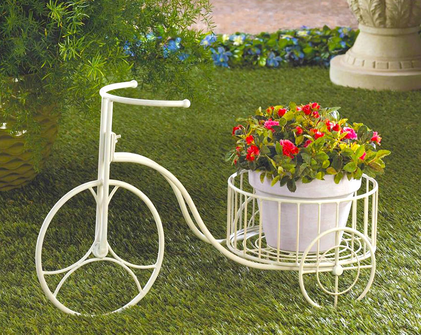 Кованый велосипед-подставка для цветов