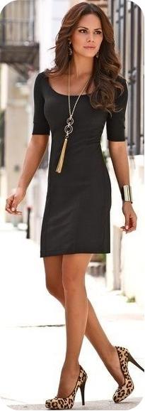 Маленькое черное платье с рукавами