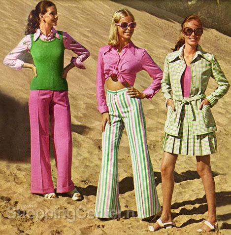 На фото: яркая и модная одежда 70-х годов