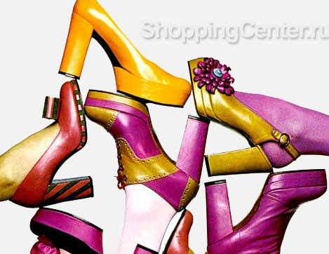 На фото: модная обувь 70-х годов
