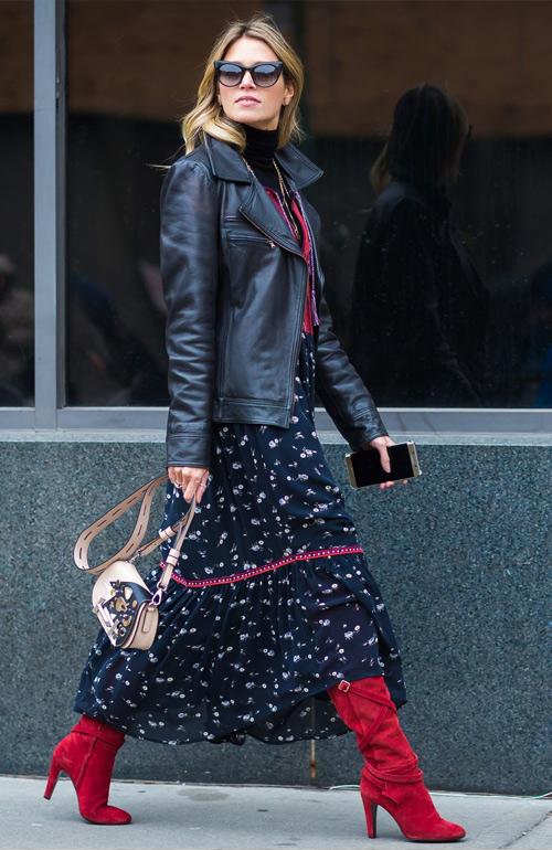 Платье с сапогами и курткой