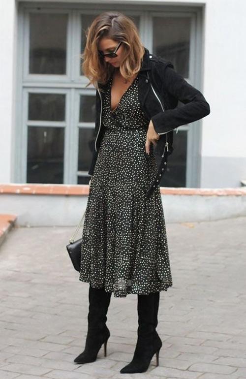 На фото: Сапоги, платье и куртка косуха