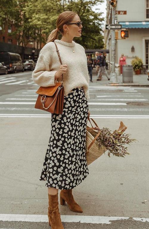 Платье, свитер и ботильоны