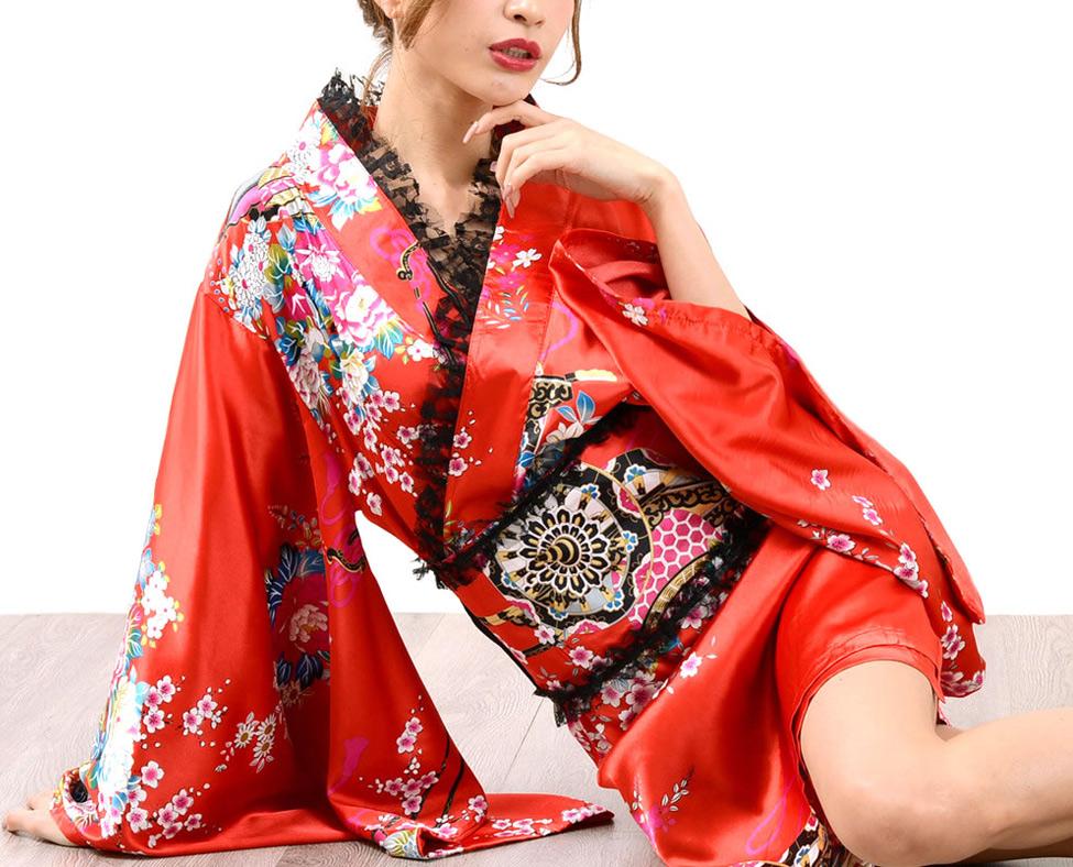 Красный халат в японском стиле