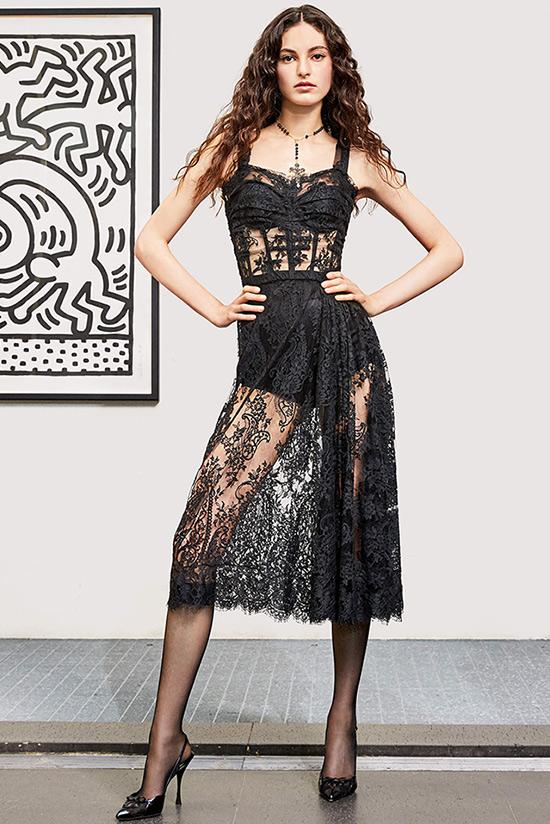Модное кружевное платье из коллекции Dolce & Gabbana