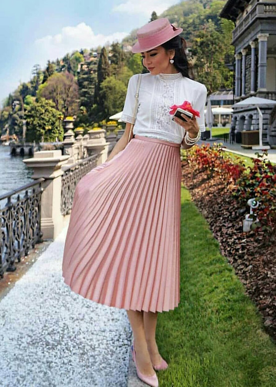 На фото плиссированная юбка, с чем носить летом