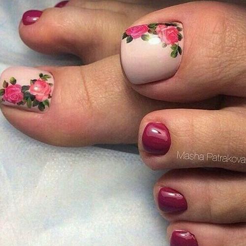 Летний педикюр с цветами