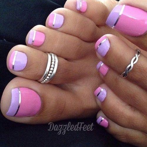 Розовый красивый педикюр на лето