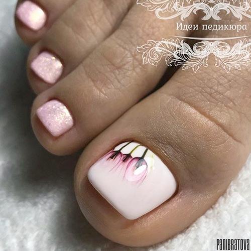 Нежный дизайн ногтей на ногах