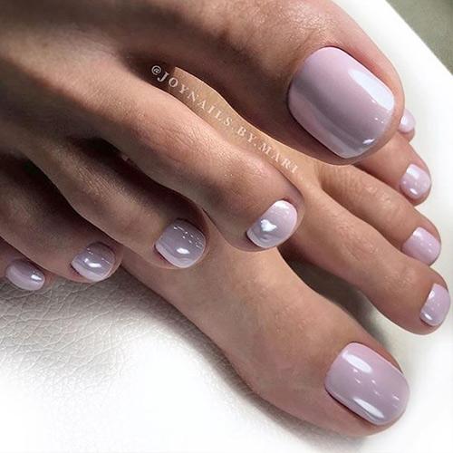 Жемчужный педикюр - летний модный дизайн ногтей