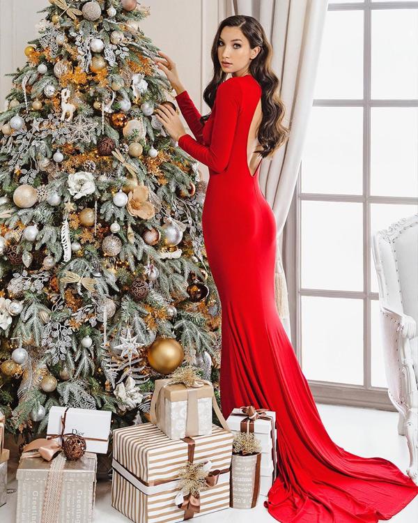 Красное новогоднее платье 2022