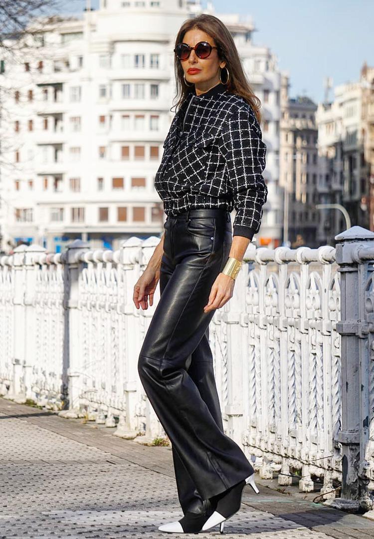 Черные брюки из кожи для женщин после 40