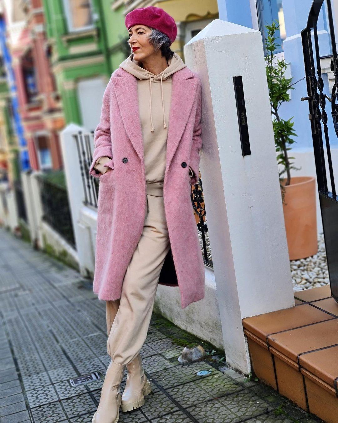 Пример, как одеваться модно женщине за 60