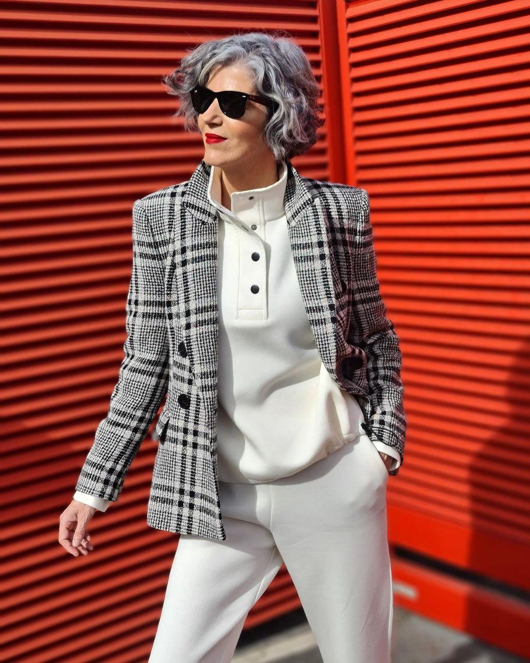 Стильная одежда для женщины за 60